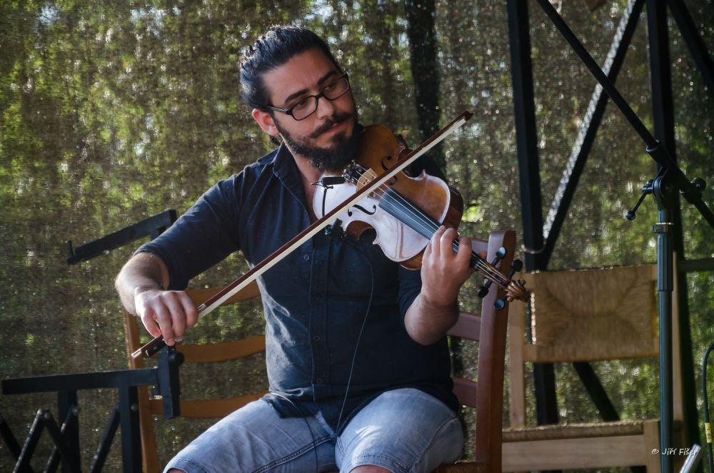 Ayman Hlal spielt syrische Folklore